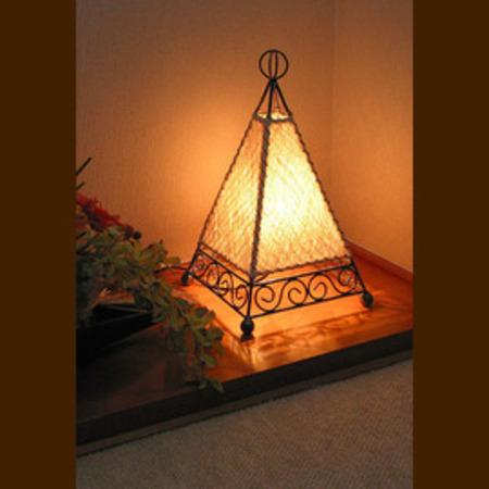 バリ島手作り インテリアランプ ピラミッド型 白