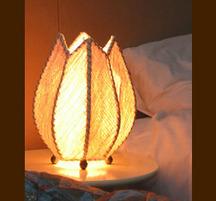 バリ島手作り インテリアランプ チューリップ型 白