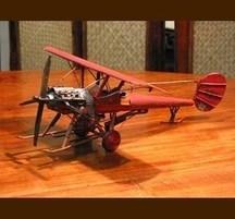 手作りブリキ製乗物模型 単葉機 赤 そり付き